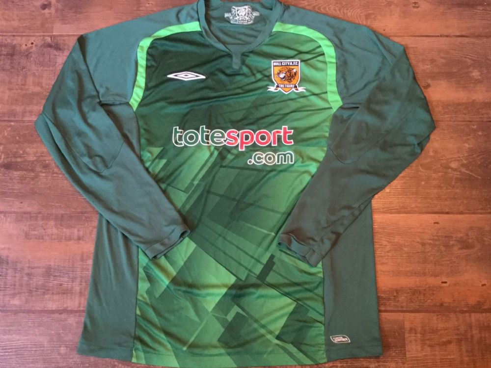 Global Classic Football Shirts | 2009 Hull City Vintage Old Soccer Jerseys